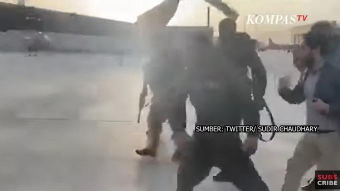 Video Detik-detik Wapres Afghanistan Kabur Pakai Helikopter Dikawal Sejumlah Pria Bersenjata