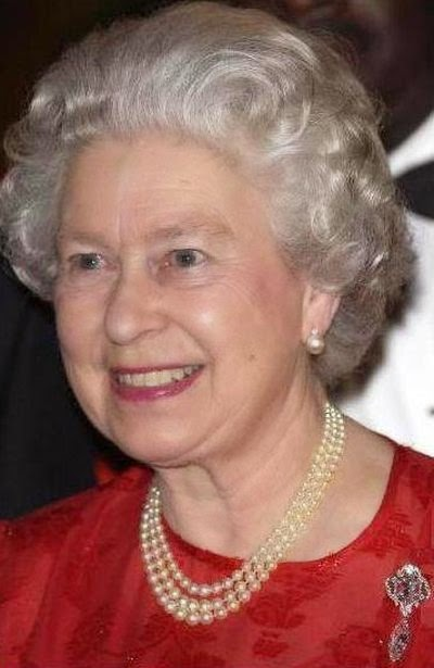 http://1.bp.blogspot.com/-wrGHhD3oM_k/VLQEFnUSpGI/AAAAAAAABj4/-Mx81tReJ80/s1600/queen-elizabeth-wearing-the-cullinan-vi-and-viii-brooch-during-an-official-visit-to-jamaica.jpg