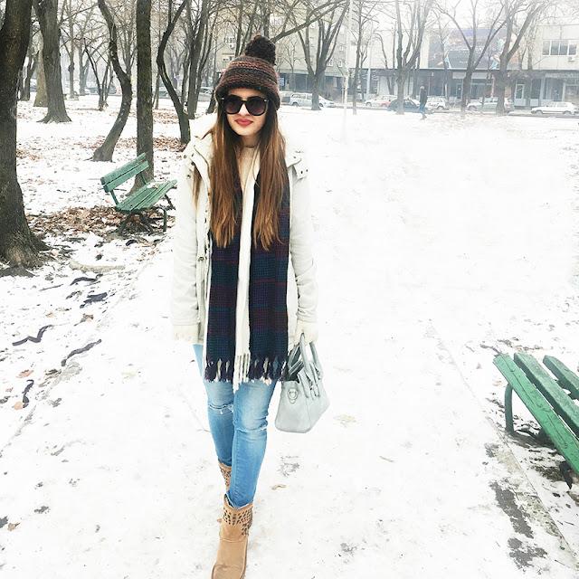 http://highheelpoodl.blogspot.rs/2017/01/navy-blue-blanket-scarf.html