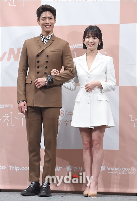 Song Hye-kyo Looks Tiny Beside Park Bo-gum! - Bias Wrecker