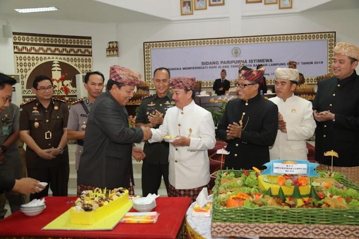 Hadiri Paripurna DPRD Kota, Gubernur Arinal Dukung Segala Bentuk Percepatan Pembangunan Infrastruktur di Bandar Lampung