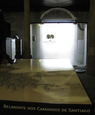 mapa dos caminhos de Santiago numa capela em Belmonte