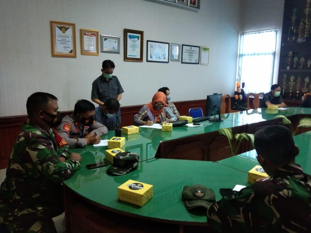 Babinsa Koramil 410-01/Panjang Pelda Dwi Heri menghadiri rapat koordinasi eksekusi pengosongan rumah