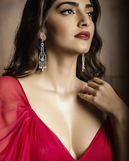 Sonam Kapoor at Hello hall of fame awards 2016