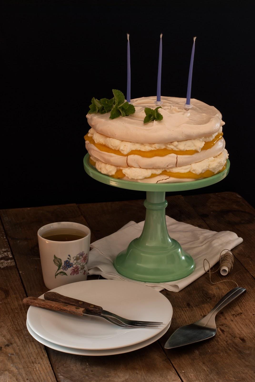 Cytrynowo-miętowy tort bezowy