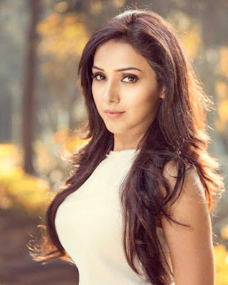 Neeti Mohan Wiki, Height, Weight, Age, Husband, Family and Biography
