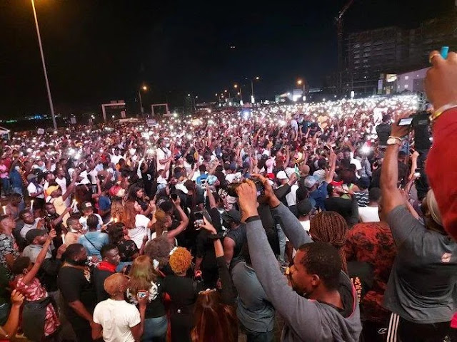 Thousands Turn Up As Abuja Protesters Host Candle Light Vigil To Honor The Dead Victims Of SARS