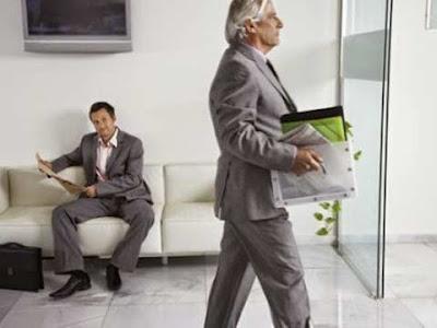 Licenziamento: un impiegato lascia l'ufficio