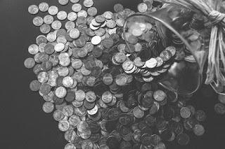 Apakah Tabungan Uang Wajib Dikeluarkan Zakatnya?