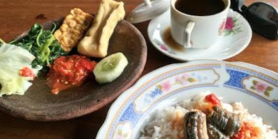 Belut pedas khas warung Kedung Lumpang, Banyuwangi.