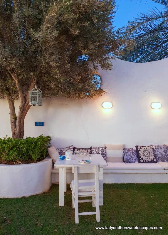 outdoor seating in Fish restaurant Dubai