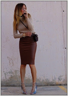 Model rok Leather Skirt