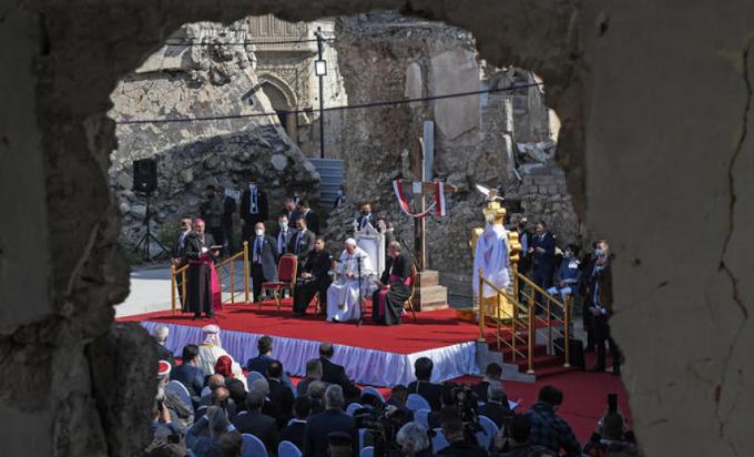Papa Francesco a Mosul tra le macerie della guerra