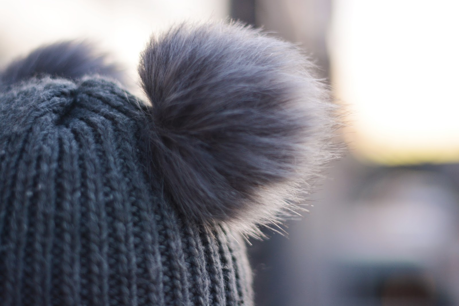 czapka pompony