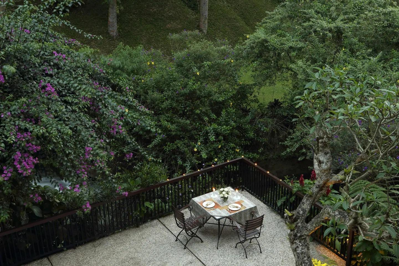 villa ala ubud bali di puncak bogor