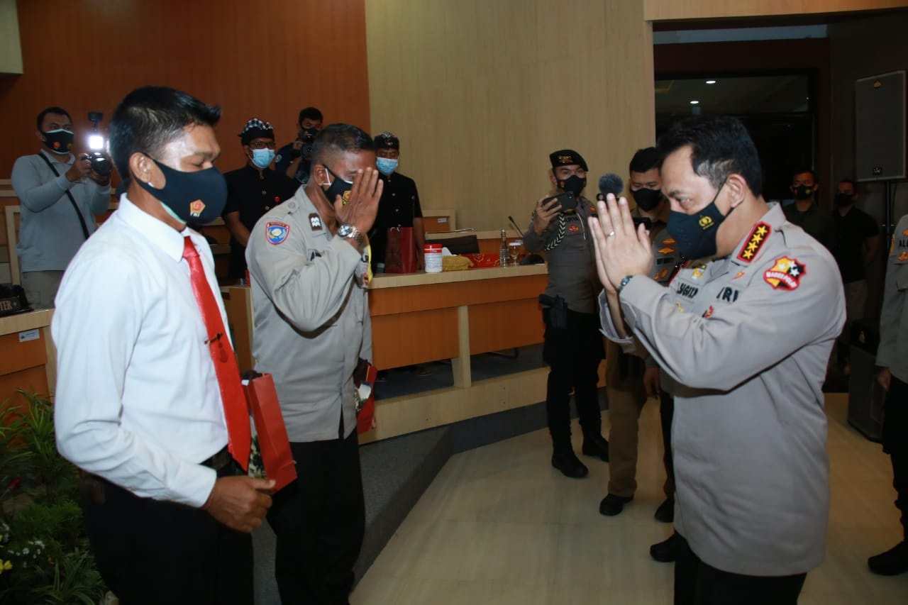 Kapolri berikan Penghargaan kepada 2 personel Polda Bali yang Berprestasi