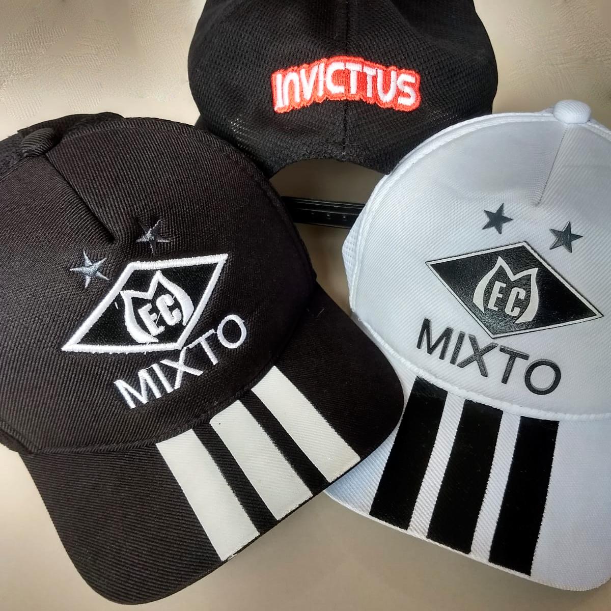 Bonés na cor preto e na cor branco oficial do Mixto, marca Invicttus