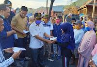 Kunjungi Korban Kebakaran di Ngali, Sejumlah Wakil Rakyat Serahkan Bantuan