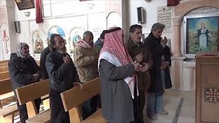 """تركيا: السوريون يؤدون شعائرهم الدينية بحرية في """"نبع السلام"""" (فيديو)"""