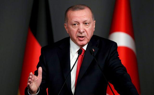 Καταρρέει ο Ερντογάν;