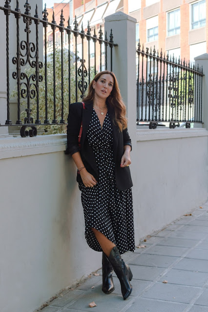 Fashion South con vestido de lunares blanco y negro de Oysho