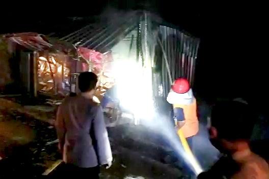 Kebakaran di Pasar Selak Mataram berhasil dipadamkan setelah 1 jam