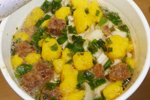 NISSIN(日清食品)  おだしがおいしいカップヌードル 肉だしうどん  豚とカツオのWだし