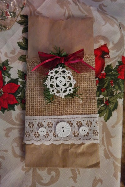 Wandas knotty thoughts tatting on gift bag