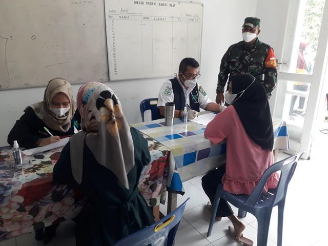 Antusias Masyarakat Saat Melaksanakan Suntik Vaksin Tahap Pertama Didampingi Personel Jajaran Kodim 0207/Simalungun