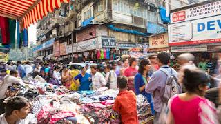 व्यस्त बाजार में खरीदारी का एक दिन