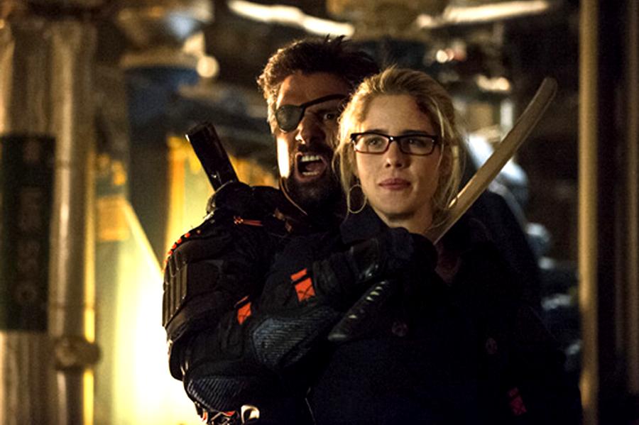 Felicity este ostatica lui Slade în ultimul episod din sezonul 2 al serialului Arrow