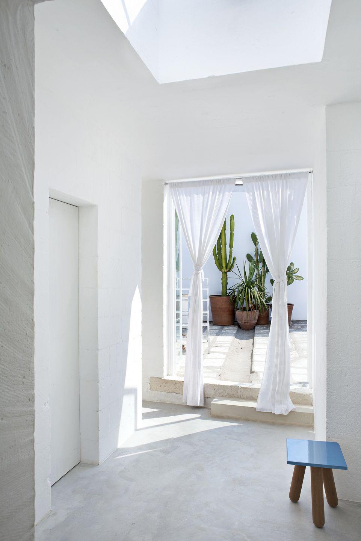 El blanco es protagonista en esta fabulosa casa en el Mediterráneo