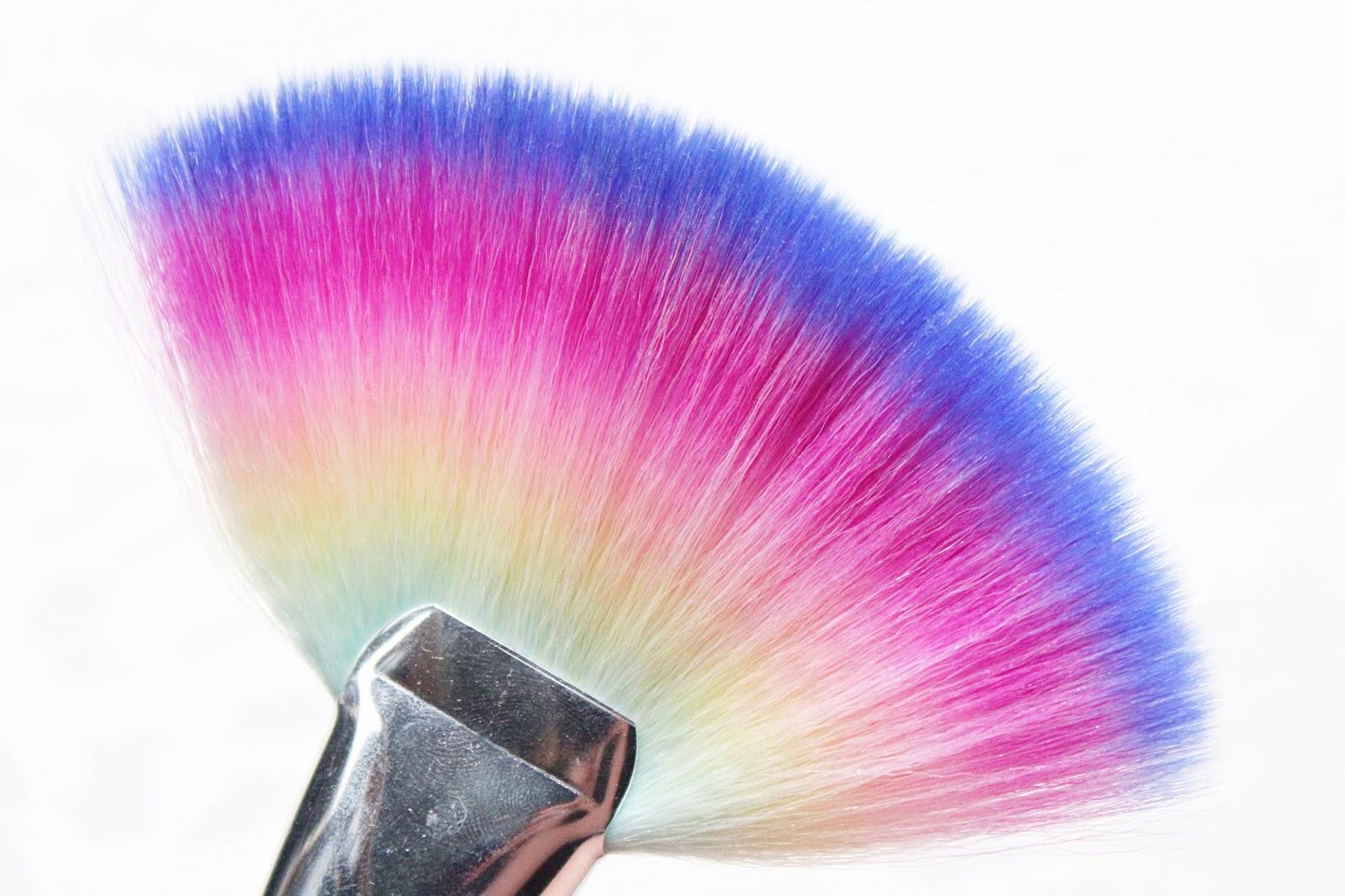 Spectrum Jumbo Fan Brush