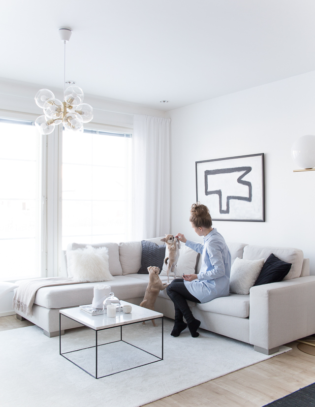 olohuone, marmori sohvapöytä, flos ic valaisin, pholc valaisin