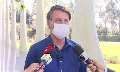 Bolsonaro ingressa com ação no STF contra suspensão de criadores de fake news