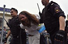 Жесткие задержания на протестном шествии в Москве.