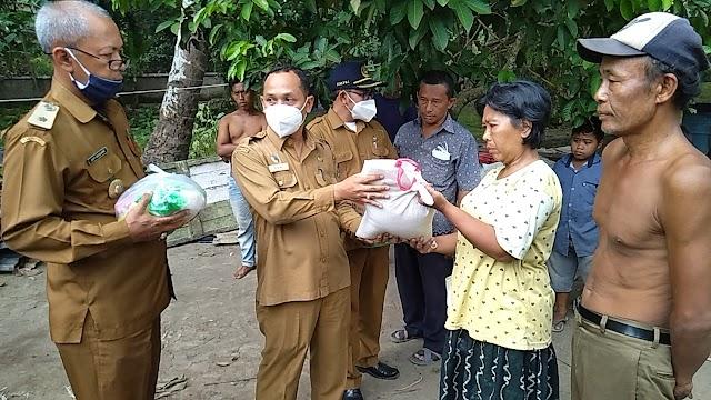 Giat Peduli Kesejahteraan Rahyat Lurah Padang Merbau Dan Camat Padang Hulu Kota Tebing Tinggi Kunjungi Rumah Warga Yang Ludes Terbakar
