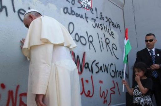 Papa Francisco exhorta a respetar status quo en Jerusalén