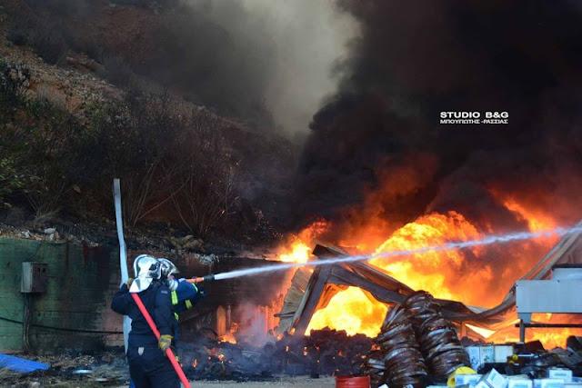 Πυρκαγιά στο Άργος κοντά σε αποθήκη με φιάλες υγραερίου