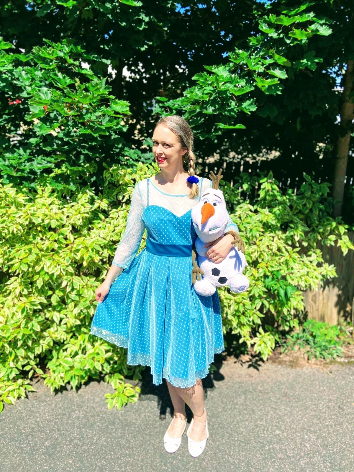 Elsa From Frozen Fancy Dress: Over 40 Party Ideas