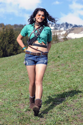 Tapsee Pannu Navel Show in Shorts Navel Queens