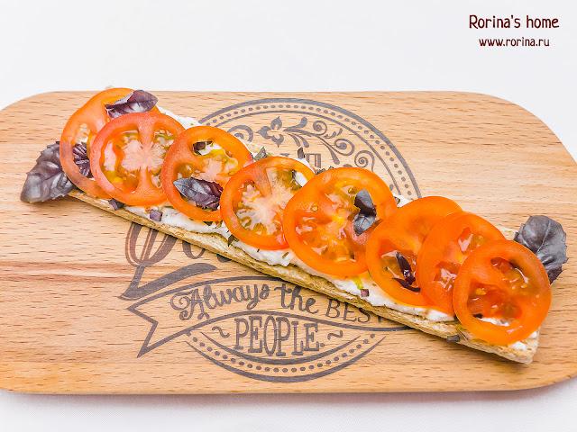 Бутерброды со сливочным сыром и помидорами черри: рецепт