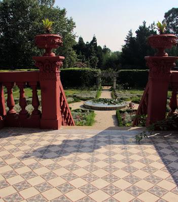 Escadas da Casa do Jardim Botânico