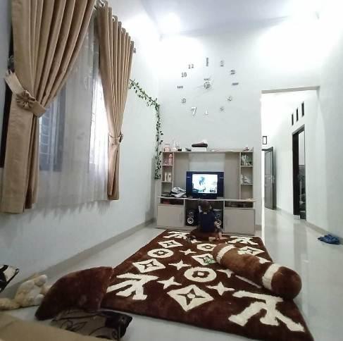 Desain Ruangan Tengah Atau Keluarga Rumah Minimalis type 36 Dengan Rak TV