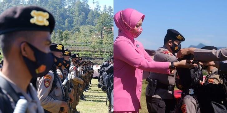 Kapolda Sulsel, Memasangkan Baret Pada Perwakilan  Bintara Remaja Angkatan 45 TA.2021