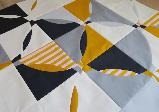 Luna Lovequilts - Improv curve quilt - Top finished