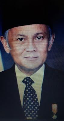 Prof. DR. Ing. H. B.J. Habibie FREng - Prestasi, Karir, Penghargaan dan Istri