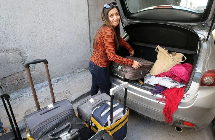 Pagó 500 mil pesos por lote de maletas con ropa usada y sucia