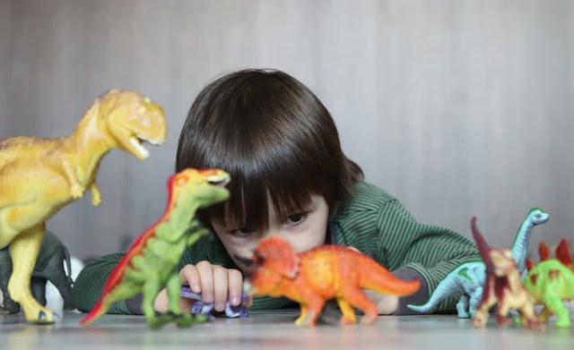 Niños obsesionados con dinosaurios, suelen tener una inteligencia superior al promedio