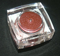 wearing-red-eye-shadow-pigment
